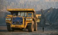 320 tonna szenet cipel a monstre dömper