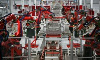 Elképesztő robottechnológia a Tesla gyárban