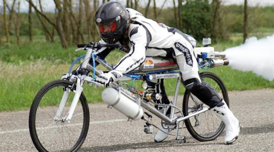 gissy-Rocket-Powered-Bike-537x298