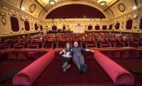 Franciaágyas helyek a mozi első soraiban