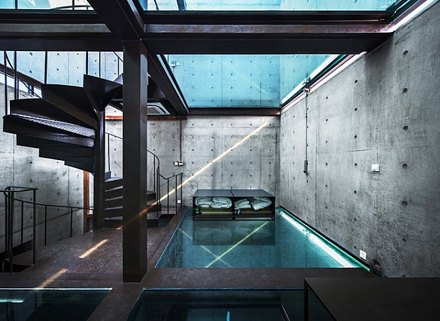 2-vertical-glass-house-by-atelier-fcjz
