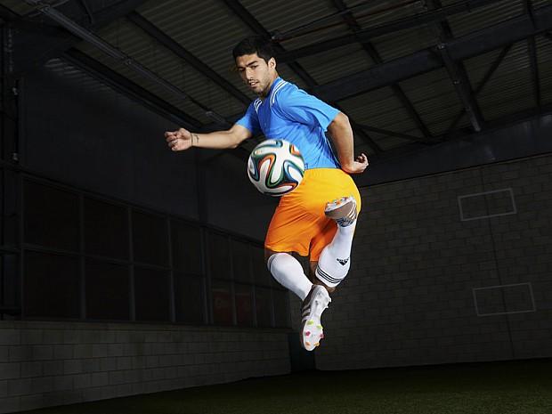 Luis-Suarez-adidas-primeknit-jumping_3091197