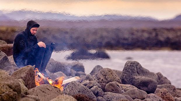 mcolder-surfer-fire-iceland