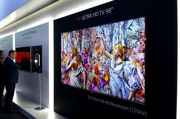 lg-8k-tv-3-970x646-c