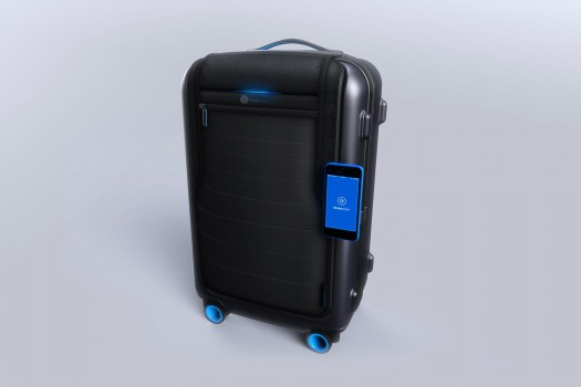 bluesmart-connected-suitcase-iphone-attached-1500x1000