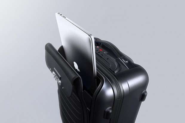 bluesmart-connected-suitcase-laptop-1500x1000