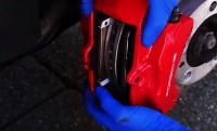 Porsche 911 megállítása iPhone-okkal a fékbetétek helyén!