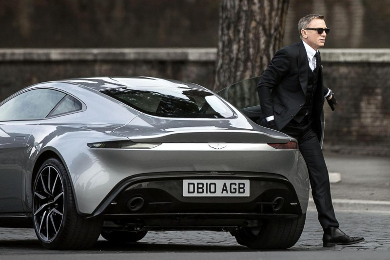 ASTON-MARTIN-james-bond-db10