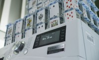 Kártyavár-világrekord egy centrifugázó mosógép tetején