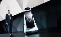 Az LG robotjai beszélnek, takarítanak és füvet nyírnak