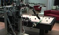 Robot a billiárdasztalnál – van lövése!