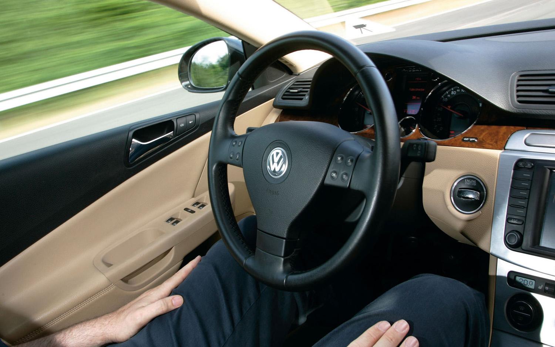 volkswagen-haveit-temporary-auto-pilot-cockpit