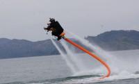 Jetovator: hasít a víz felett