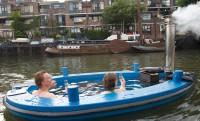Lazulás az úszó jakuzziban: HotTug