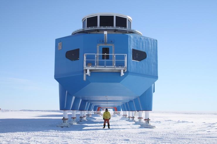 Halley-VI-Research-Station-Antarctica-01
