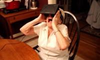 90 éves nagyi találkozása az Oculus Rift-tel