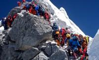 Dugó és tömegnyomor az Everesten, 20M-ért