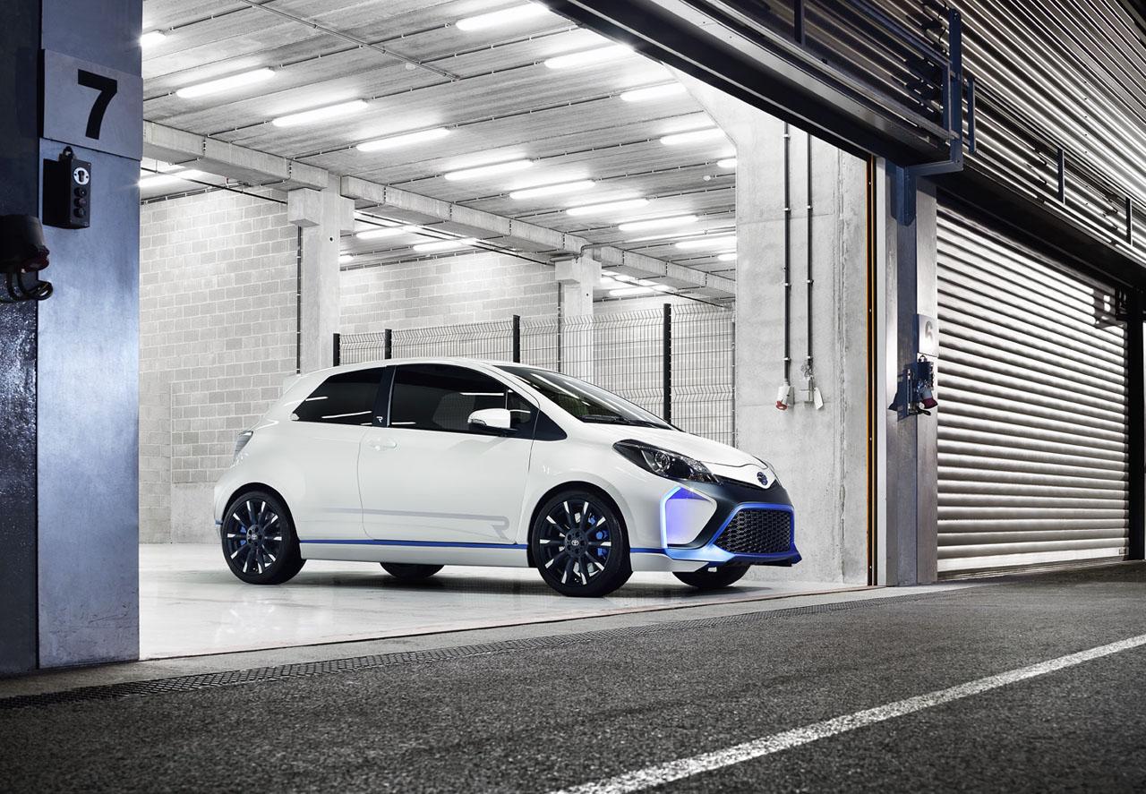 Toyota-Yaris-R-Hybrid-09