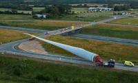 83 méteres szélerőmű lapátot nem egyszerű szállítani kanyarban