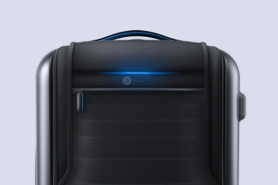 bluesmart-connected-suitcase-front-light-1088×725
