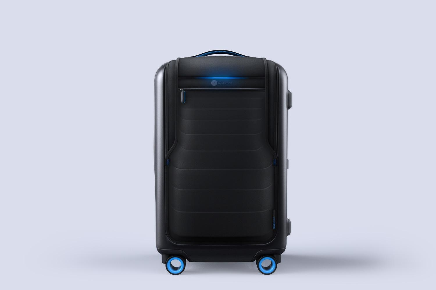 bluesmart-connected-suitcase-full-body-1500×1000