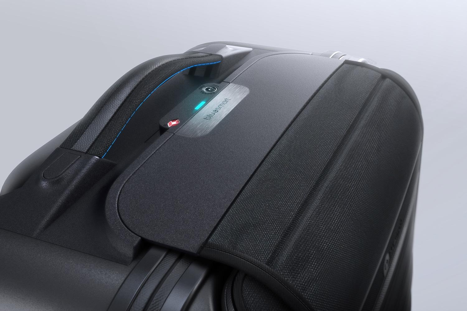 bluesmart-connected-suitcase-lid-closed-1500×1000