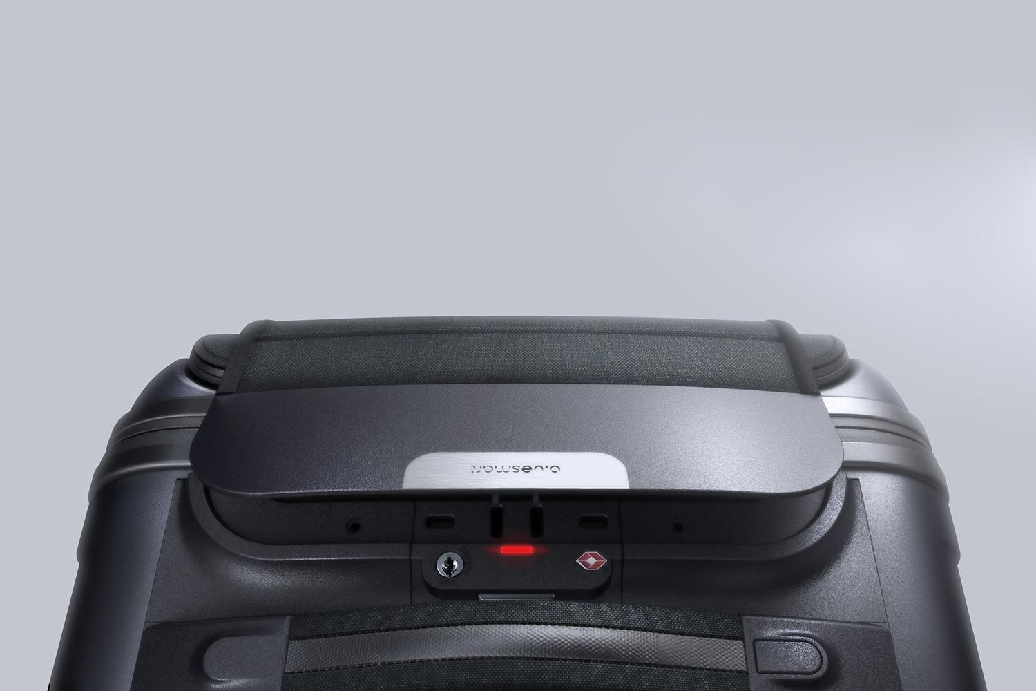 bluesmart-connected-suitcase-lid-open-1500×1000