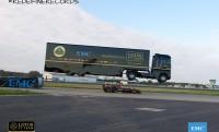 38 tonnás kamion repül át egy Lotus F1 felett