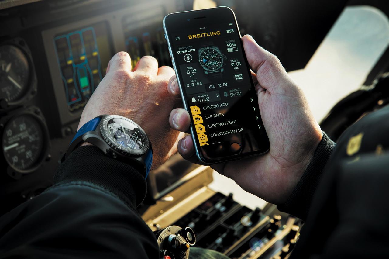 Breitling-B55-Connected-pilota