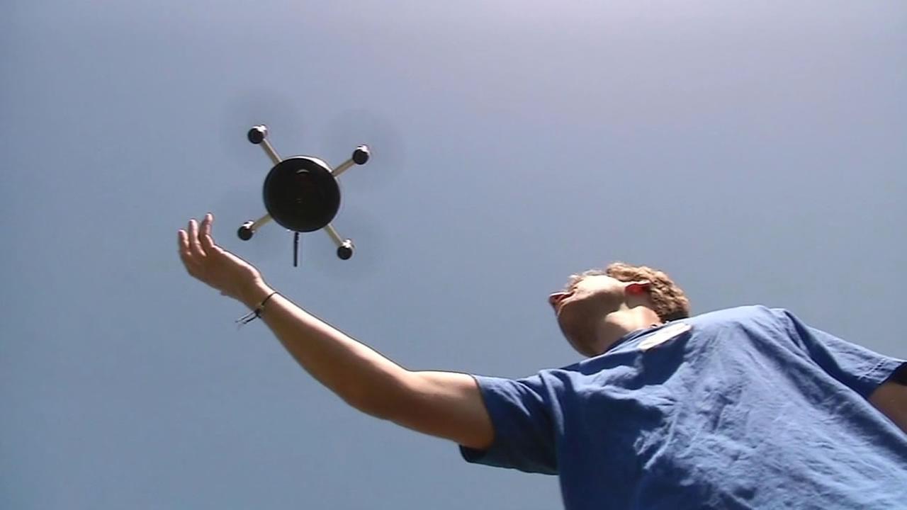 lily-dron-kamera-selfie-1